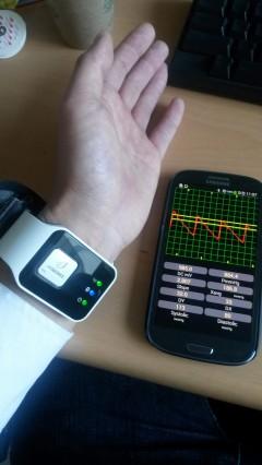 국내 연구진이 손목에 차서 혈압을 실시간으로 측정할 수 손목시계형 혈압계를 개발했다. - 울산과기대(UNIST) 제공